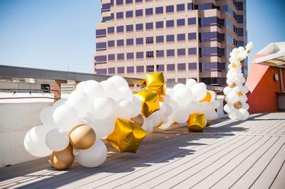 Stylish balloon garland in gold and white