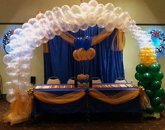 Champagne bottle and bubbles made of balloons, used as table decoration.