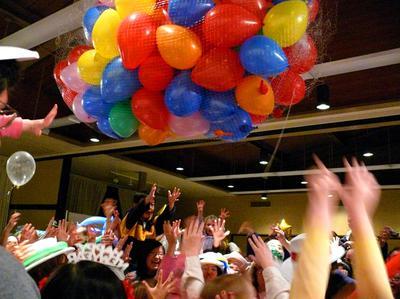 Balloon Drop Net [Image Source: partyfavorsideas.blogspot.com]