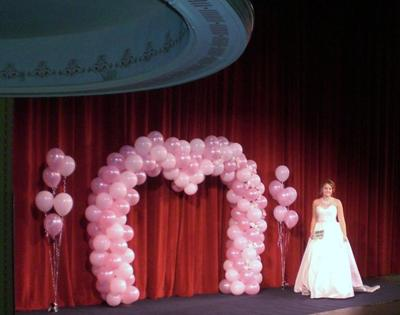 heart shaped balloon arch