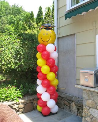 Graduation Balloon Column Outdoors (Image source: GreatEventDecorations.com)