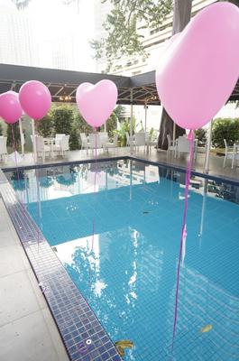 Floating heart shaped balloons (Source: viviangan.com)
