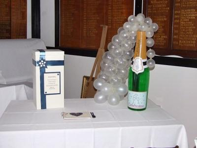 Champagne Bottle with Cascading Balloon Bubbles [Image credit: www.inflate2create.ltd.uk]