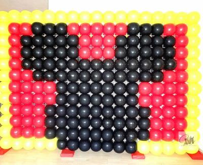 Mickey Mouse Balloon Wall by MM Decorations (www.mmdecorations.nl)