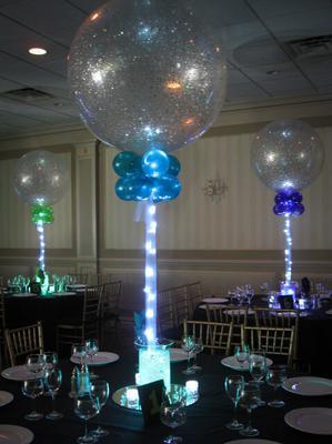 Sparkle Balloon Centerpiece found at balloonartistry.com