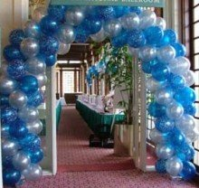 Blue & White Spiral Balloon Arch