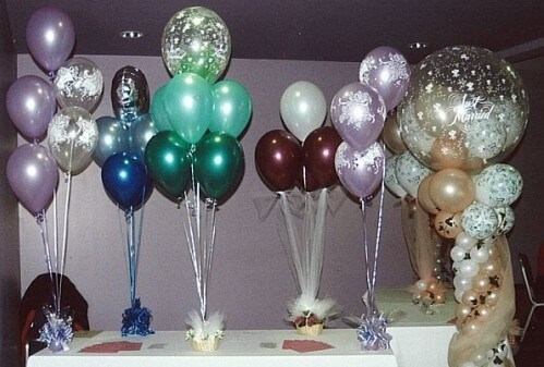 Examples of wedding reception table decorations with balloons