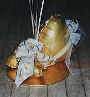 Golden balloon base with heart