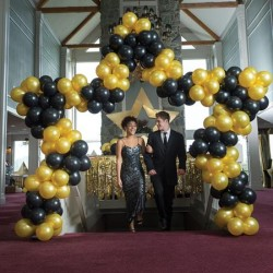 Gorgeous star-shaped balloon arch
