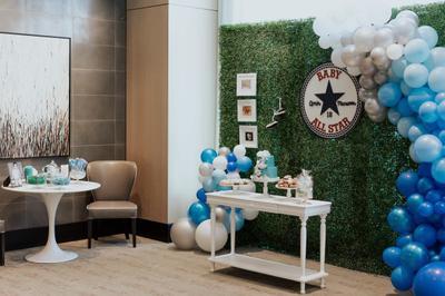 Complete Baby Shower Set Up w/ Balloon Arch (Photo Credit: @edrisphotos)