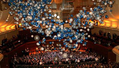 Balloon Drop at a New Year's Party [Image source: newyorksocialdiary.com]