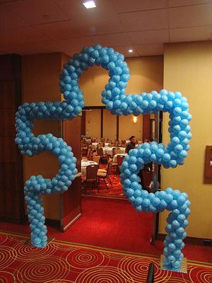 Puzzle piece balloon sculpture for Balloon decoration guide