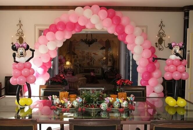 pink and white spiral balloon arch